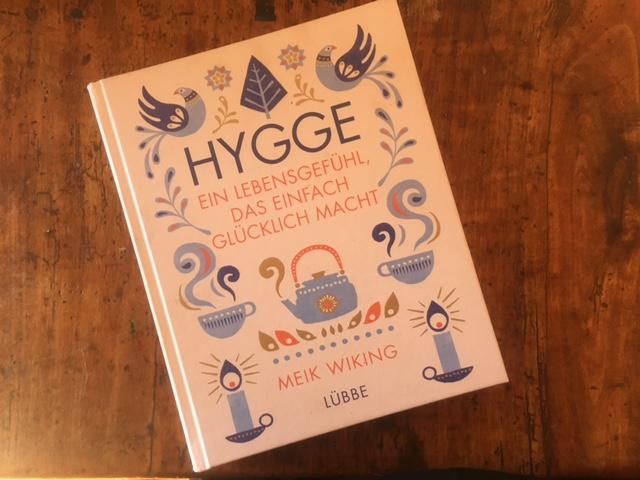 Hygge das Buch zum Lesen und genussvoll Blättern um mehr über Genuss zu erfahren.