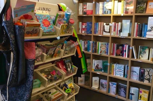 Tag der Münchner Buchhandlungen, wohl-ergehen hat sich mit Marianna Geier der Inhaberin von Buch&Bohne über diesen besonderen Tag rund um das Lesen unterhalten.
