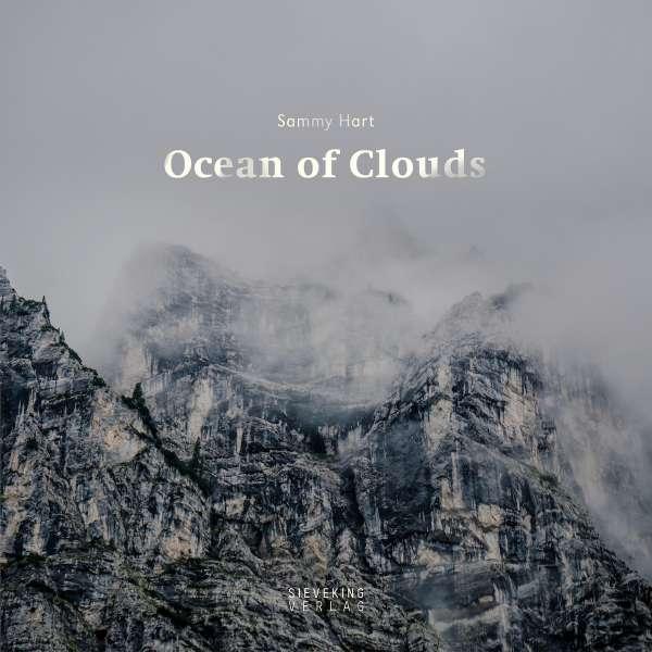 """""""Ocean of Clouds"""" der Bildband der auf dem Büchertisch von wohlergehen einen festen Platz am Büchertisch gefunden hat."""