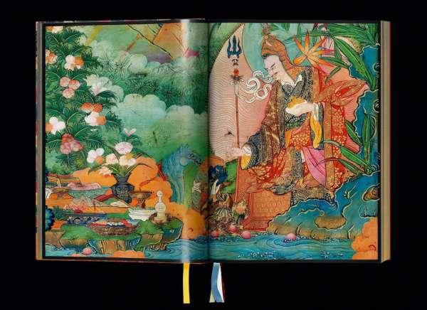 Die Bilder von Murals of Tibet ziehen den Betrachter in Bann. Murals of Tibet enthält fünf Lesezeichen, die sorgfältig so ausgewählt wurden, dass sie den Farben der Buddhas der fünf Buddha-Familien entsprechen – einem zentralen Motiv des tibetischen Mahayana-Buddhismus.