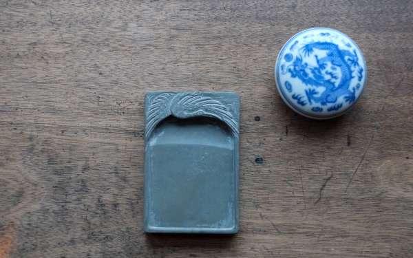 Der Reibstein, einer der vier Schätze der Materialien für die Kalligraphie.