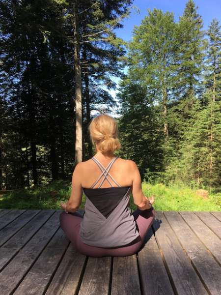 Den Atem beobachten ist ein Element in der Stresstherapie.