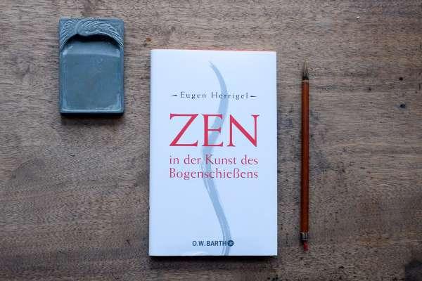"""""""Das Buch von Herrigel, das ich vor ein Jahren entdeckt habe, scheint mir die Grundlage unseres Photographenberufs zu sein"""" Henri Cartier-Bresson"""