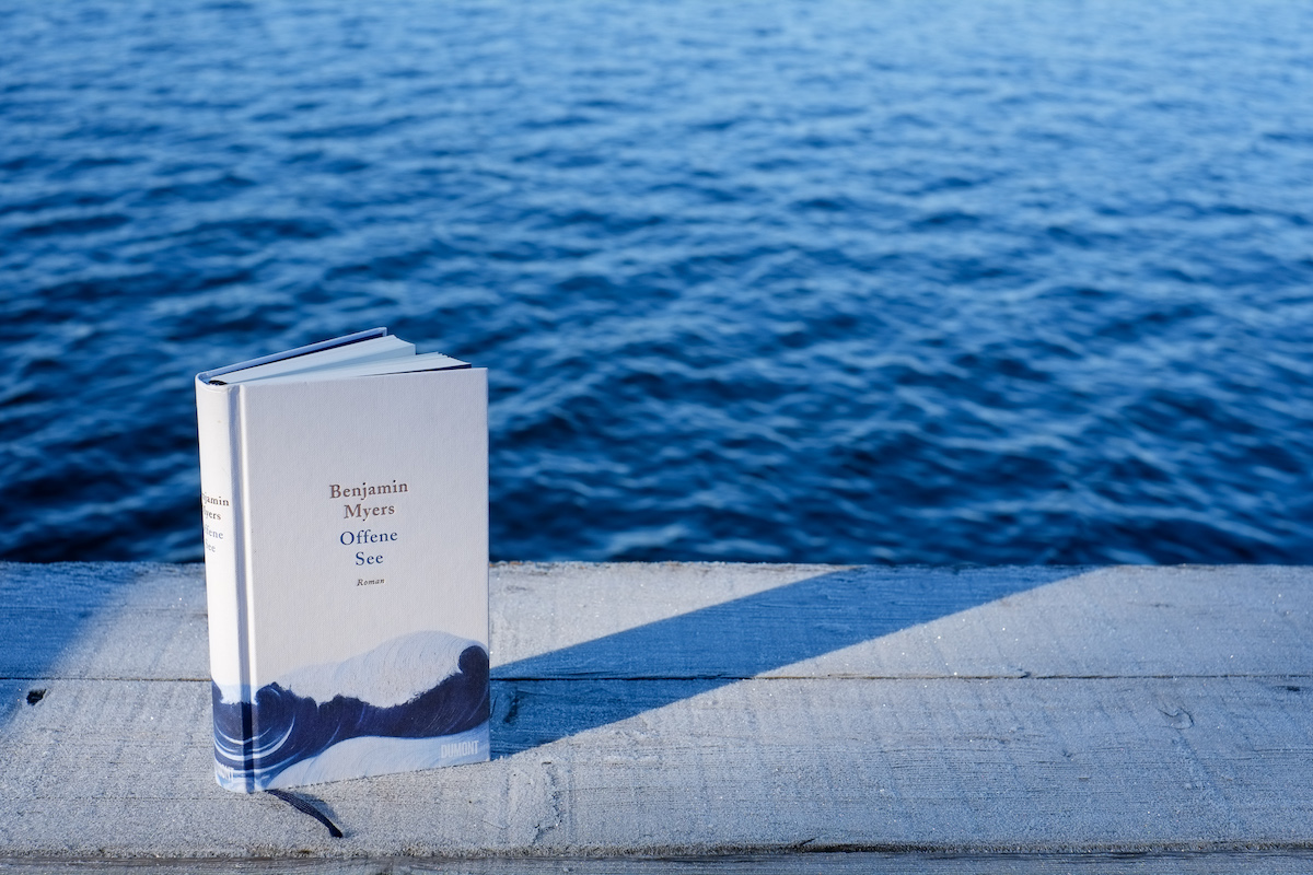 Offene See ein Buch, dass die Hoffnung in sich trägt.